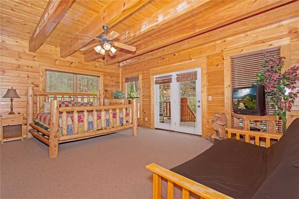 Photo of a Gatlinburg Cabin named Caney Creek Lodge - This is the fifteenth photo in the set.