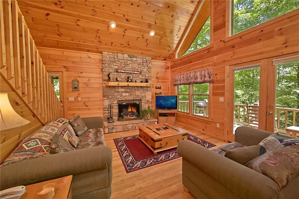 Photo of a Pigeon Forge Cabin named Hickory Hill - This is the third photo in the set.