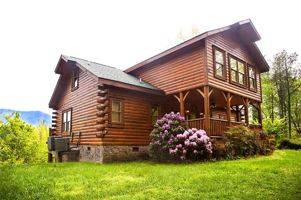 Photo of a Gatlinburg Cabin named Bear Family - This is the first photo in the set.