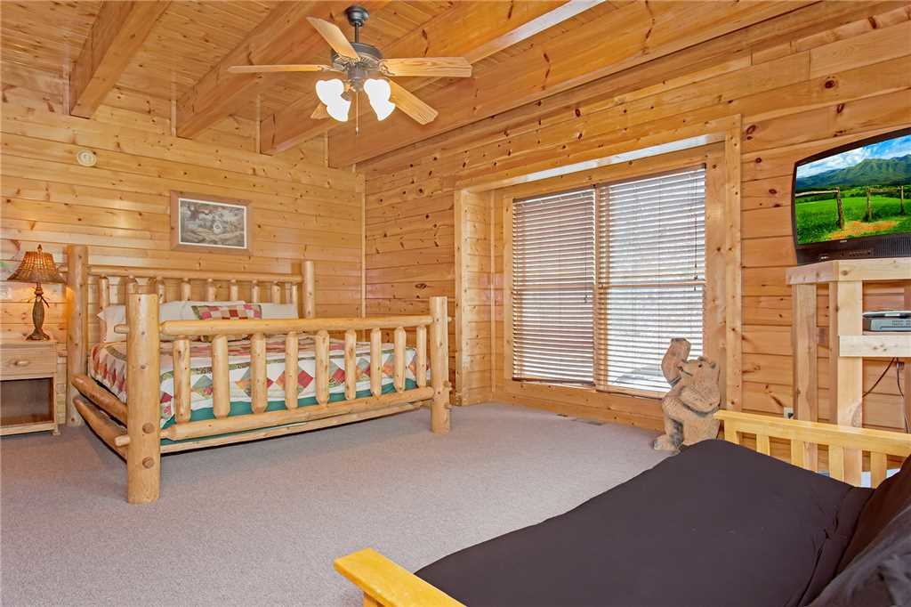 Photo of a Gatlinburg Cabin named Caney Creek Lodge - This is the seventeenth photo in the set.