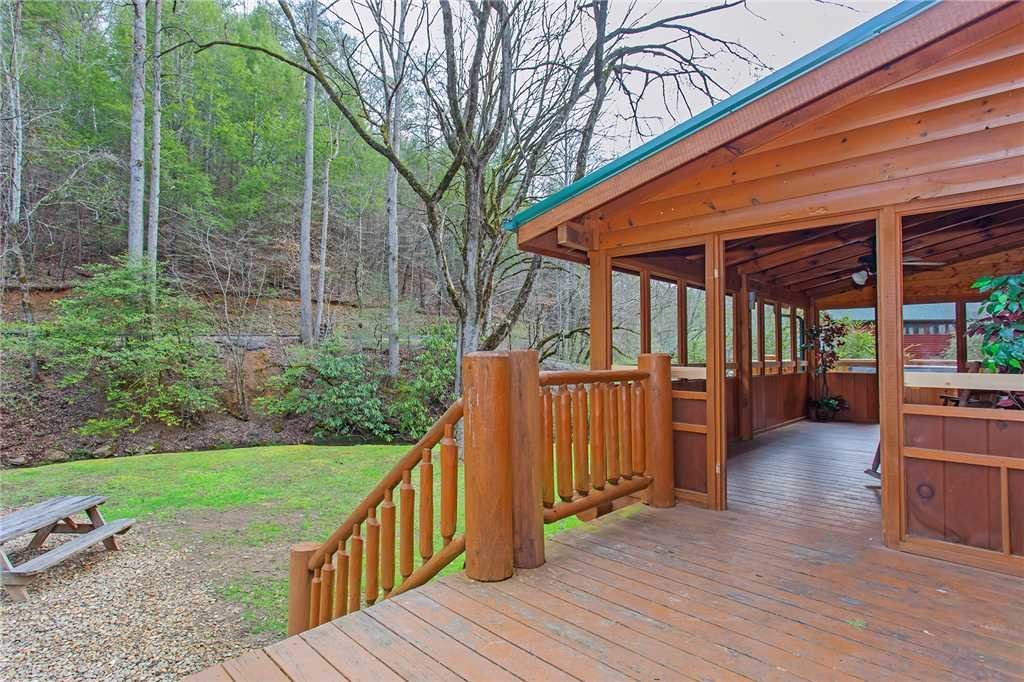 Photo of a Gatlinburg Cabin named Caney Creek Lodge - This is the thirty-fourth photo in the set.
