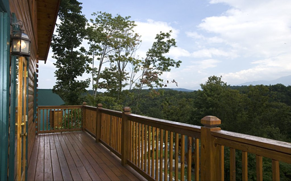 Photo of a Pigeon Forge Cabin named Moonlight Retreat - This is the ninth photo in the set.