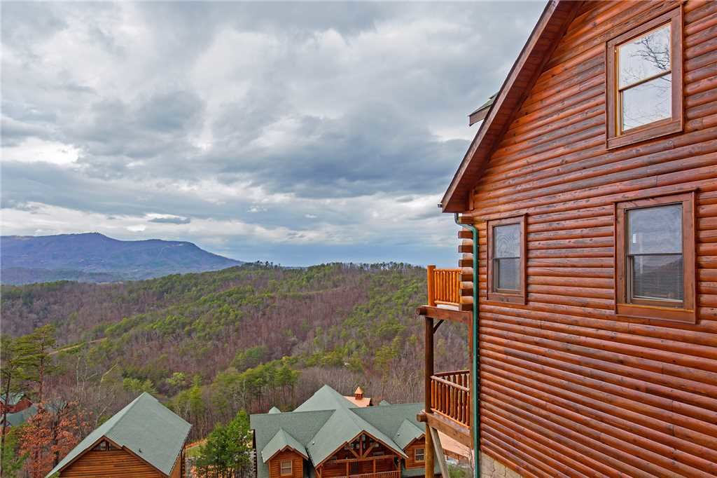 Photo of a Pigeon Forge Cabin named Big Timber Lodge - This is the fortieth photo in the set.