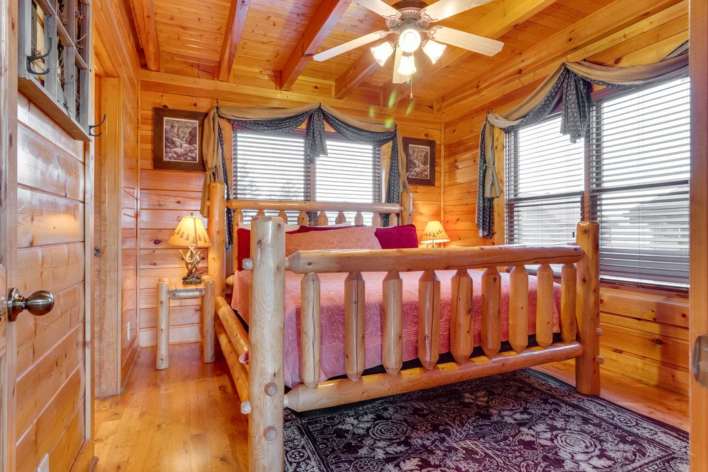 Photo of a Sevierville Cabin named Happy Place - This is the eleventh photo in the set.
