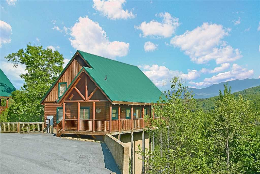 Photo of a Pigeon Forge Cabin named Lance's Loft - This is the first photo in the set.
