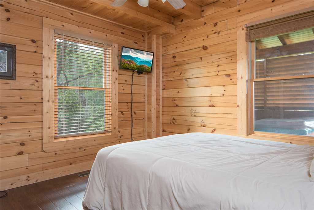 Photo of a Pigeon Forge Cabin named Grand Pinnacle Vista - This is the twelfth photo in the set.