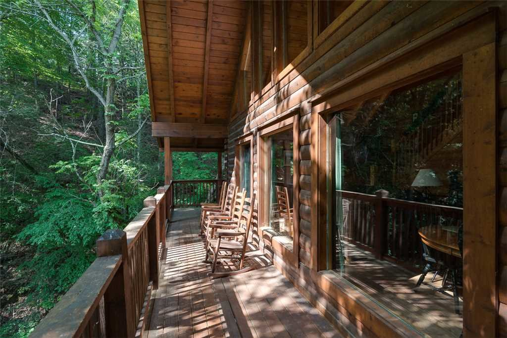 Photo of a Pigeon Forge Cabin named Blackberry Cobbler - This is the thirteenth photo in the set.
