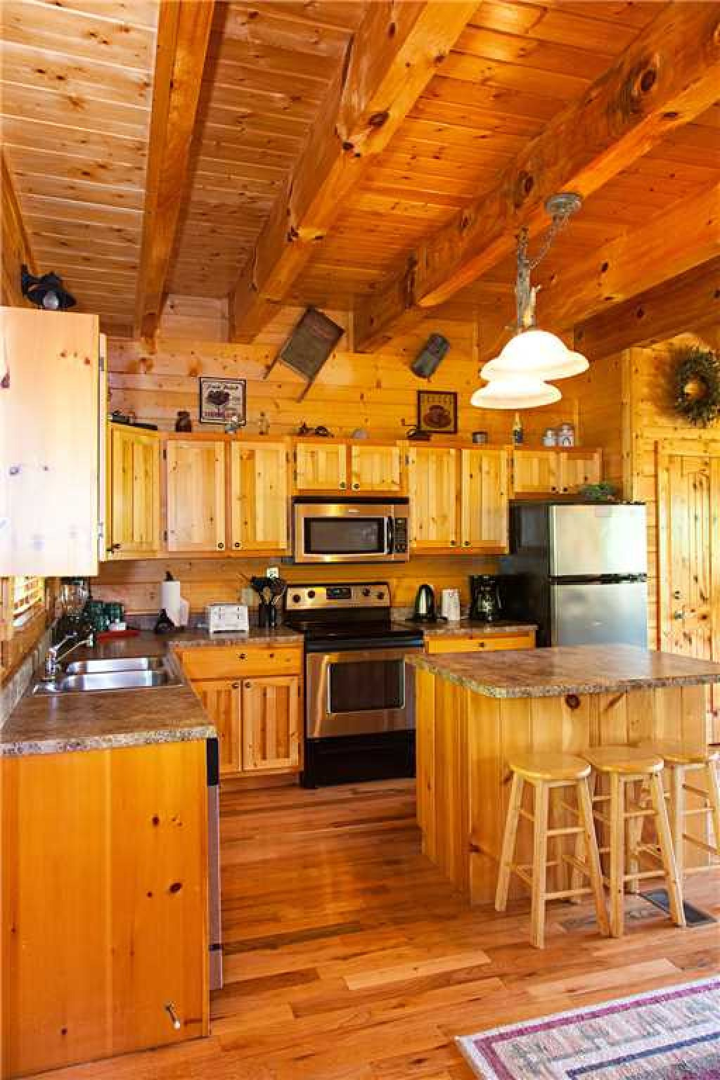 Photo of a Gatlinburg Cabin named Bear Family - This is the sixth photo in the set.