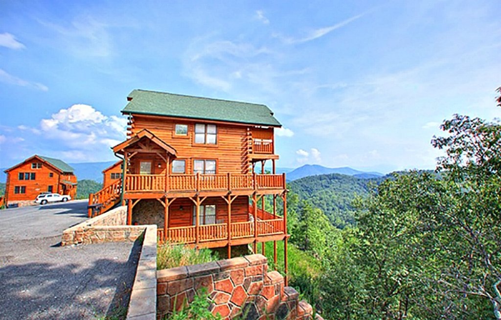 Photo of a Pigeon Forge Cabin named Happy Place - This is the first photo in the set.