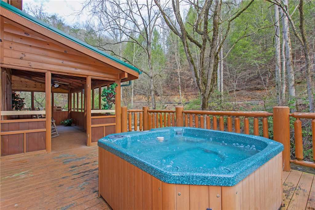 Photo of a Pigeon Forge Cabin named Caney Creek Lodge - This is the thirtieth photo in the set.