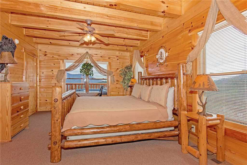 Photo of a Pigeon Forge Cabin named Big Timber Lodge - This is the fifteenth photo in the set.