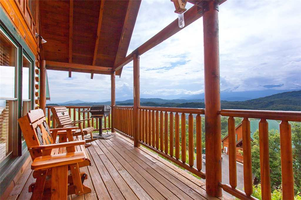 Photo of a Pigeon Forge Cabin named A Lover's Lookout - This is the nineteenth photo in the set.