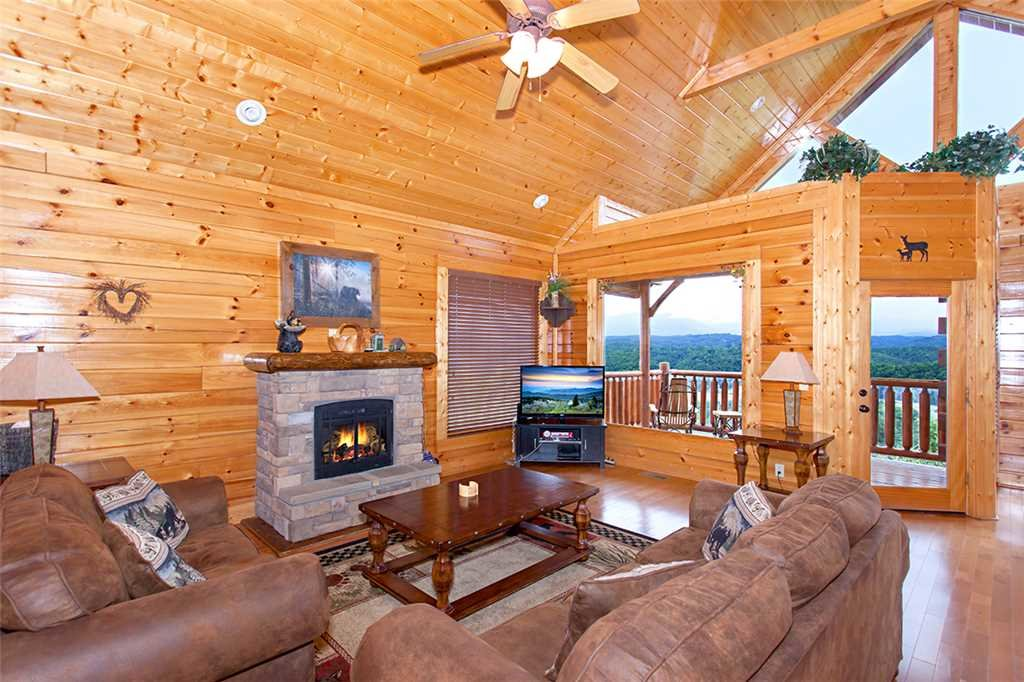 Photo of a Pigeon Forge Cabin named Edge Of Forever - This is the second photo in the set.