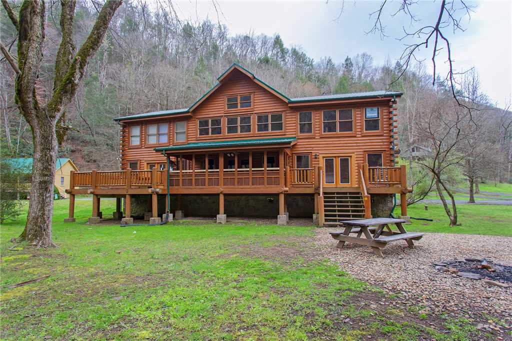 Photo of a Gatlinburg Cabin named Caney Creek Lodge - This is the forty-fifth photo in the set.