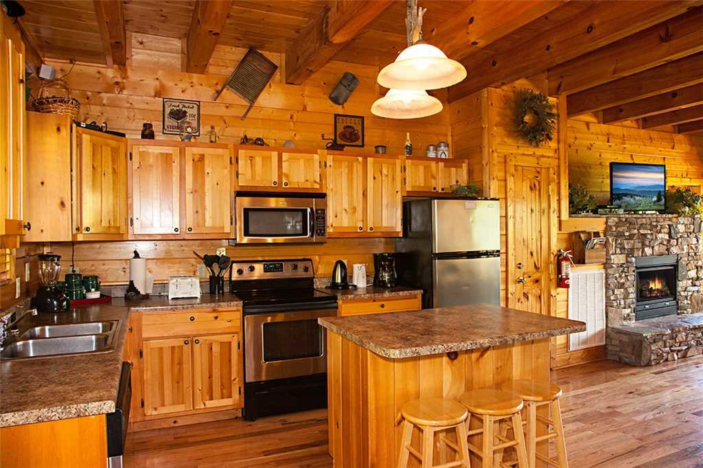 Photo of a Gatlinburg Cabin named Bear Family - This is the fifth photo in the set.