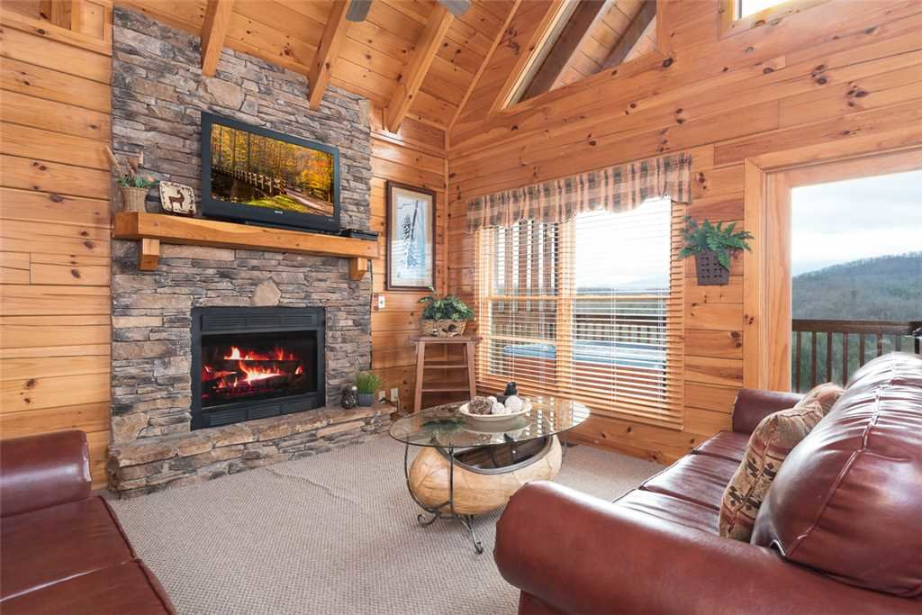 Photo of a Pigeon Forge Cabin named Lance's Loft - This is the third photo in the set.