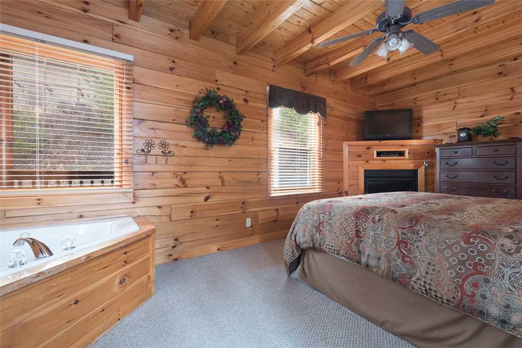 Photo of a Pigeon Forge Cabin named Lance's Loft - This is the ninth photo in the set.