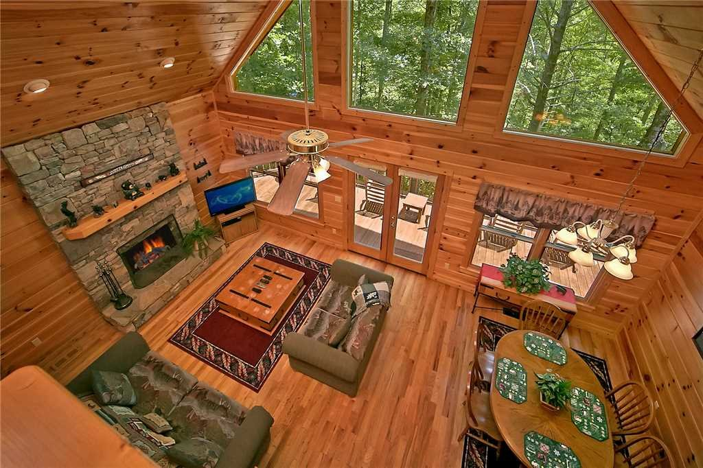 Photo of a Pigeon Forge Cabin named Hickory Hill - This is the second photo in the set.