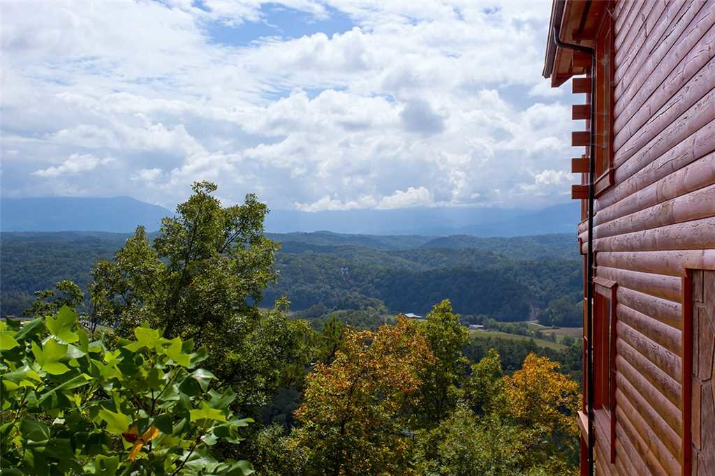Photo of a Pigeon Forge Cabin named Edge Of Forever - This is the eighteenth photo in the set.