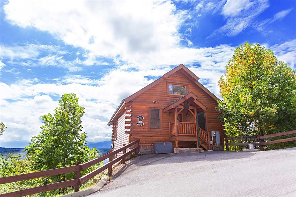 Photo of a Pigeon Forge Cabin named Edge Of Forever - This is the first photo in the set.