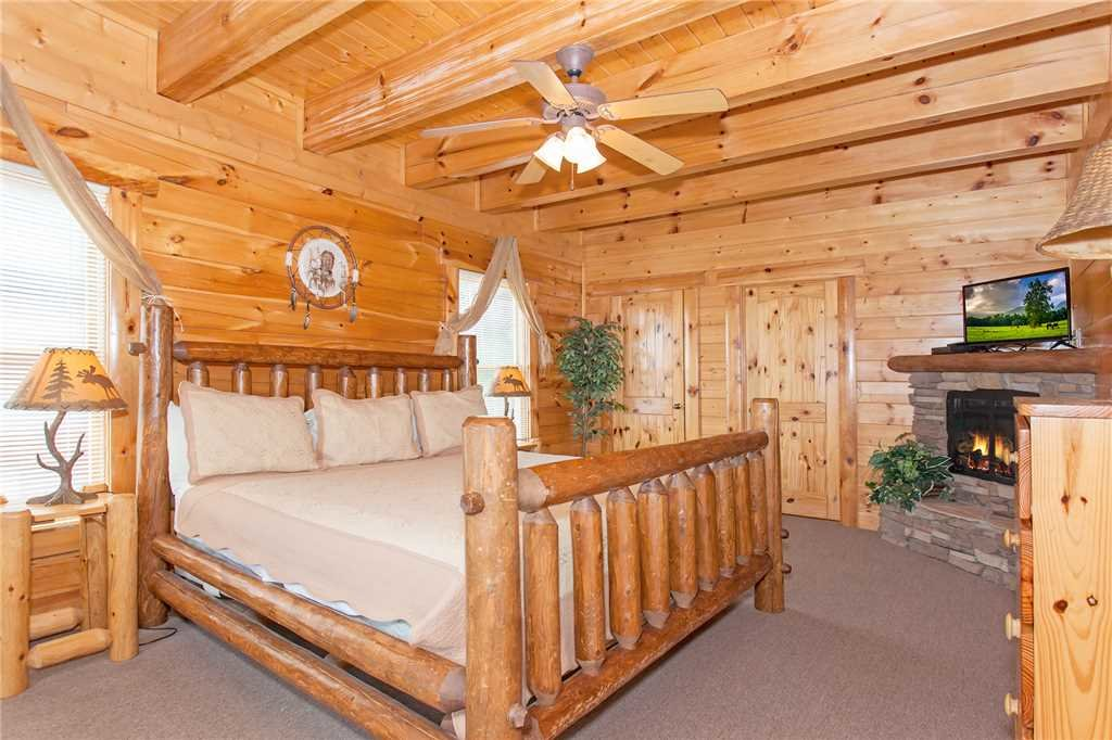 Photo of a Pigeon Forge Cabin named Big Timber Lodge - This is the fourteenth photo in the set.