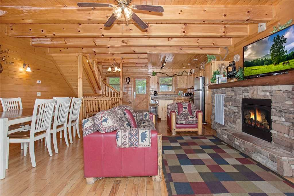 Photo of a Pigeon Forge Cabin named Big Timber Lodge - This is the second photo in the set.