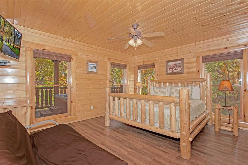 Photo of a Pigeon Forge Cabin named Black Bear Manor - This is the thirty-fourth photo in the set.
