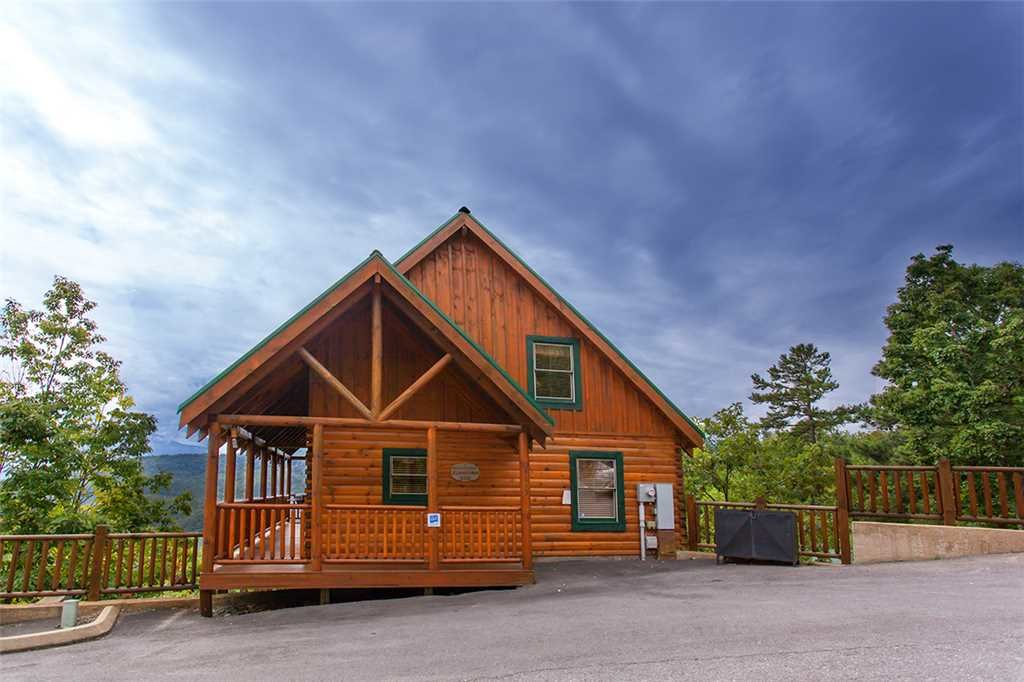 Photo of a Pigeon Forge Cabin named A Lover's Lookout - This is the first photo in the set.