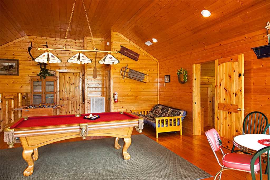 Photo of a Gatlinburg Cabin named Bear Family - This is the eighth photo in the set.
