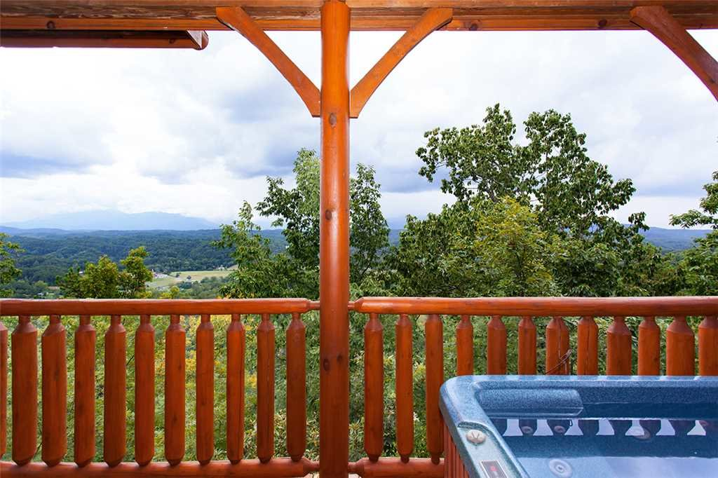 Photo of a Pigeon Forge Cabin named Edge Of Forever - This is the fifteenth photo in the set.