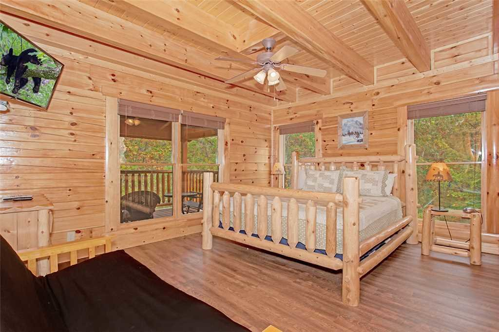 Photo of a Pigeon Forge Cabin named Black Bear Manor - This is the seventeenth photo in the set.