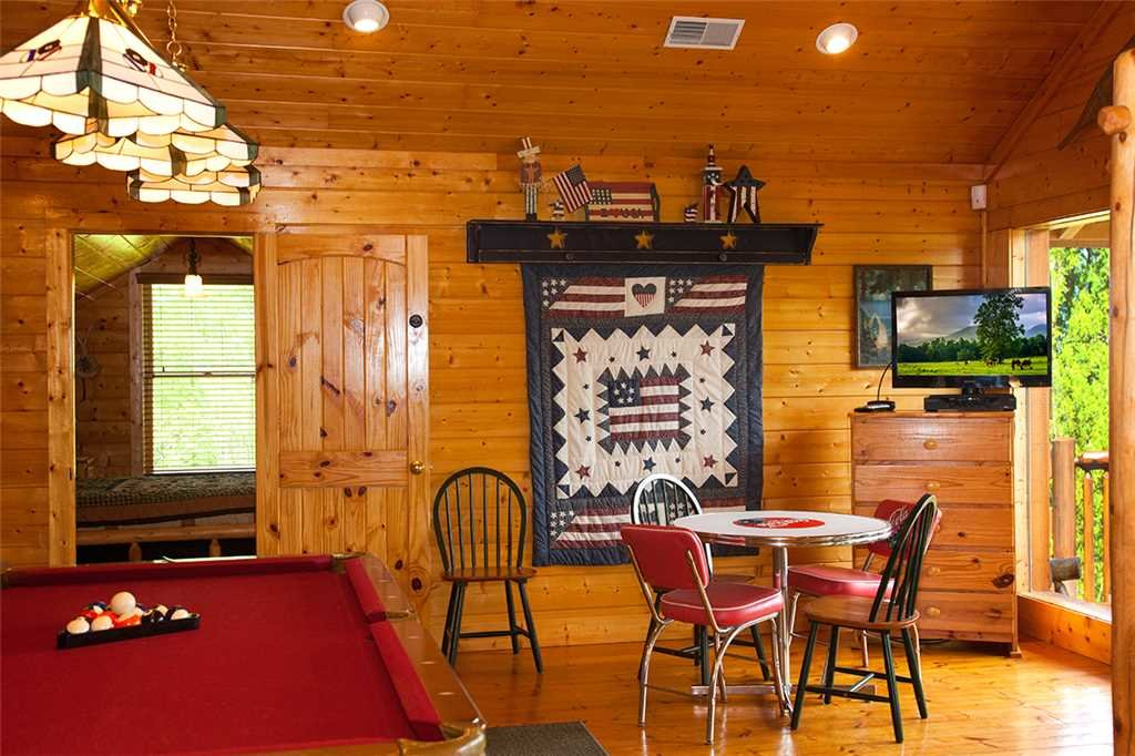 Photo of a Gatlinburg Cabin named Bear Family - This is the seventh photo in the set.