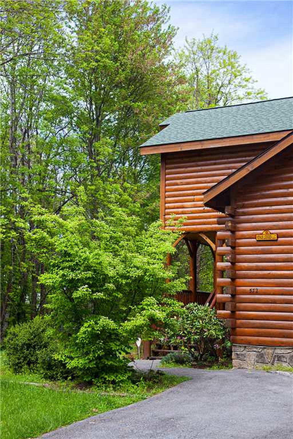 Photo of a Gatlinburg Cabin named Bear Family - This is the twenty-eighth photo in the set.