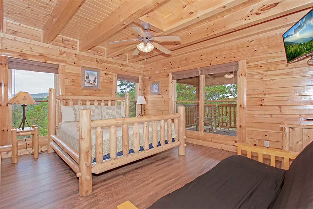 Photo of a Pigeon Forge Cabin named Black Bear Manor - This is the thirteenth photo in the set.