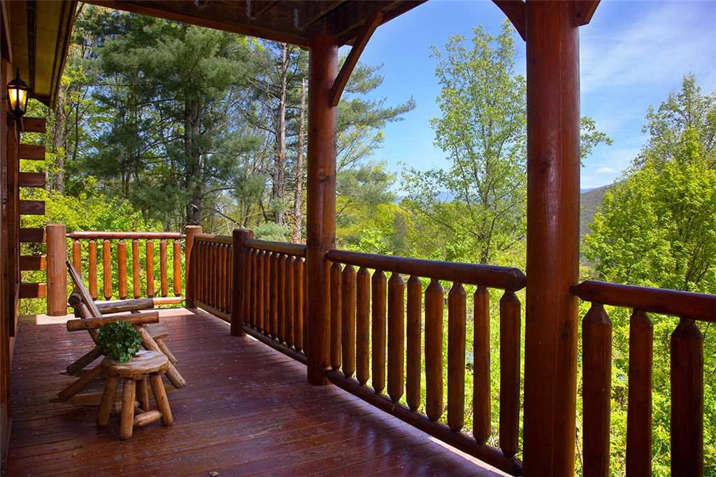 Photo of a Gatlinburg Cabin named Bear Family - This is the twenty-third photo in the set.