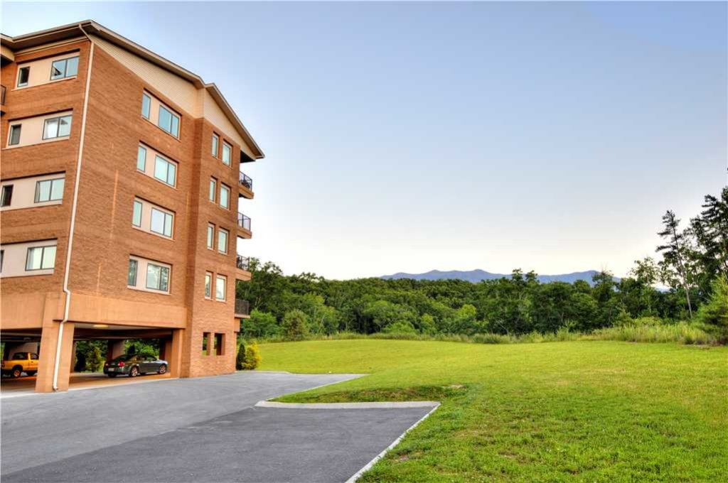 Photo of a Gatlinburg Condo named Glades View 121 - This is the twenty-second photo in the set.