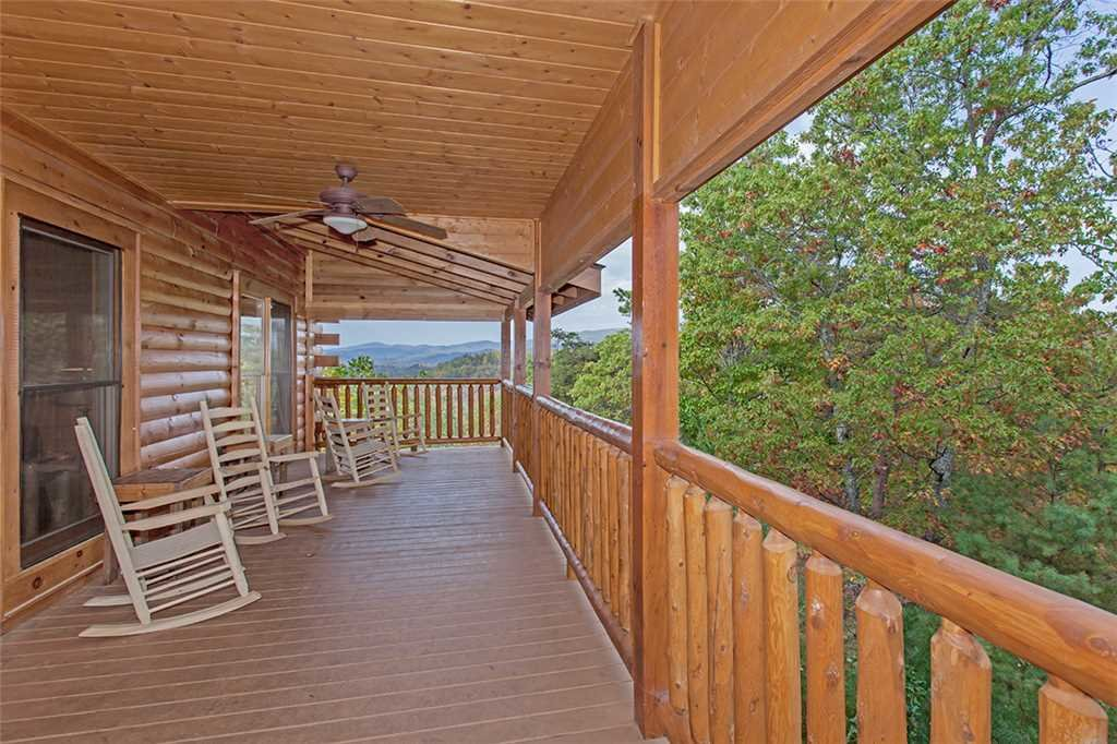Photo of a Pigeon Forge Cabin named Black Bear Manor - This is the forty-sixth photo in the set.
