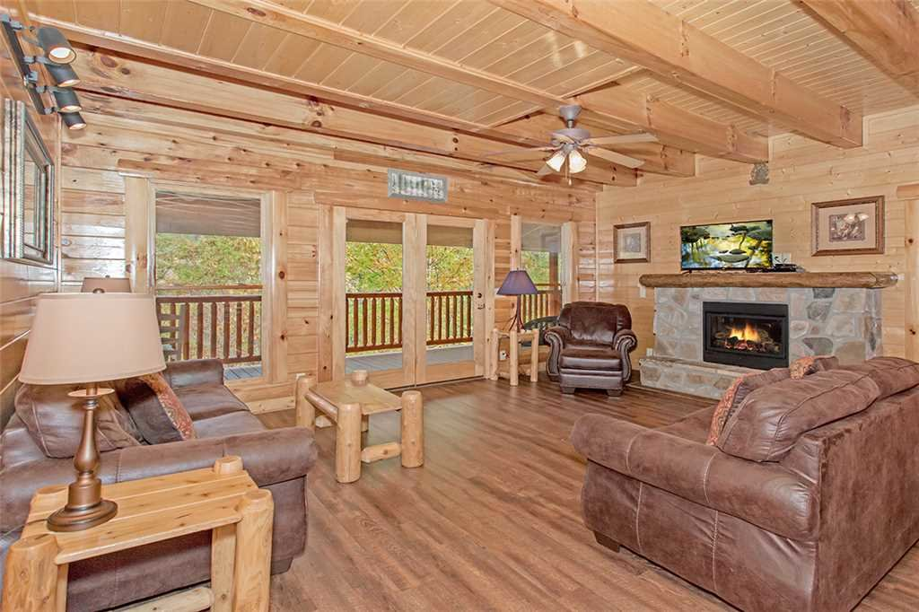 Photo of a Pigeon Forge Cabin named Black Bear Manor - This is the second photo in the set.
