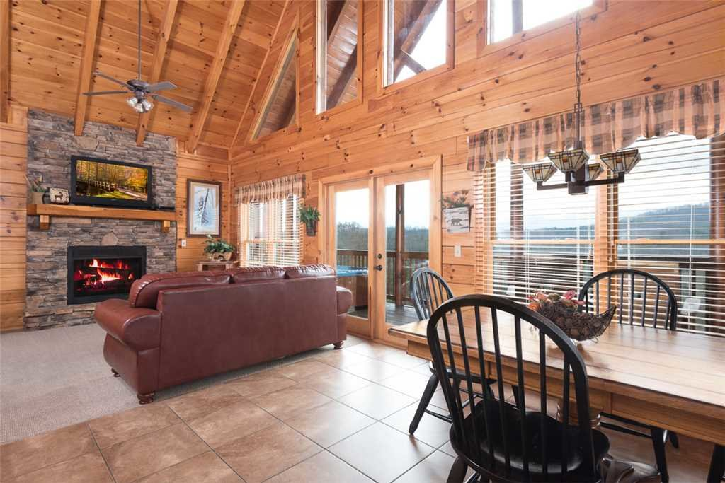 Photo of a Pigeon Forge Cabin named Lance's Loft - This is the second photo in the set.