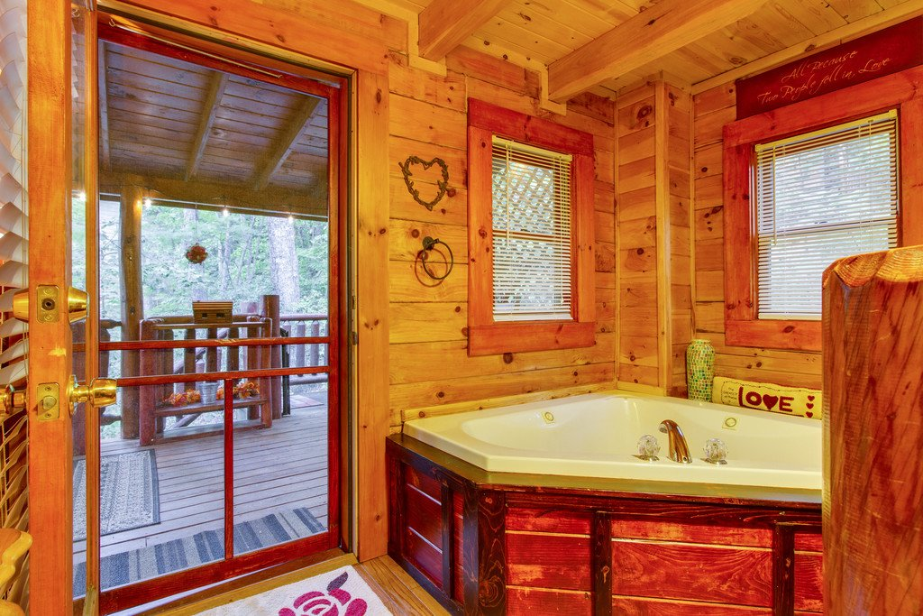 Photo of a Gatlinburg Cabin named Woodland Rose - This is the thirteenth photo in the set.