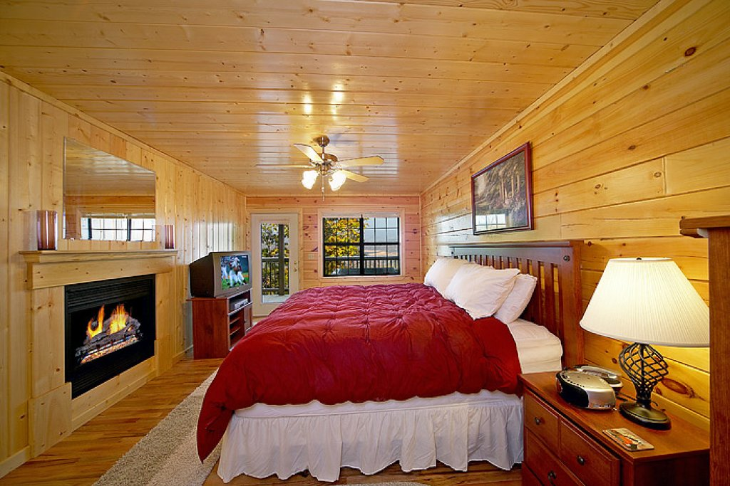 Photo of a Pigeon Forge Cabin named Sweet Dreams At Hidden Springs - This is the fourth photo in the set.