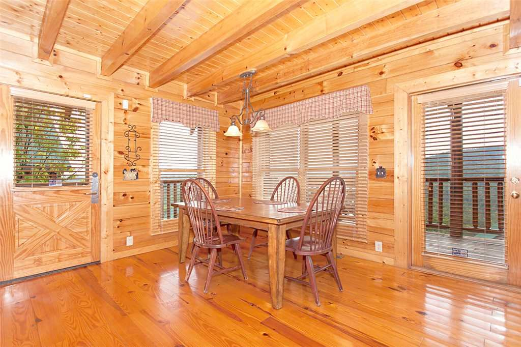 Photo of a Pigeon Forge Cabin named A Lover's Lookout - This is the sixth photo in the set.