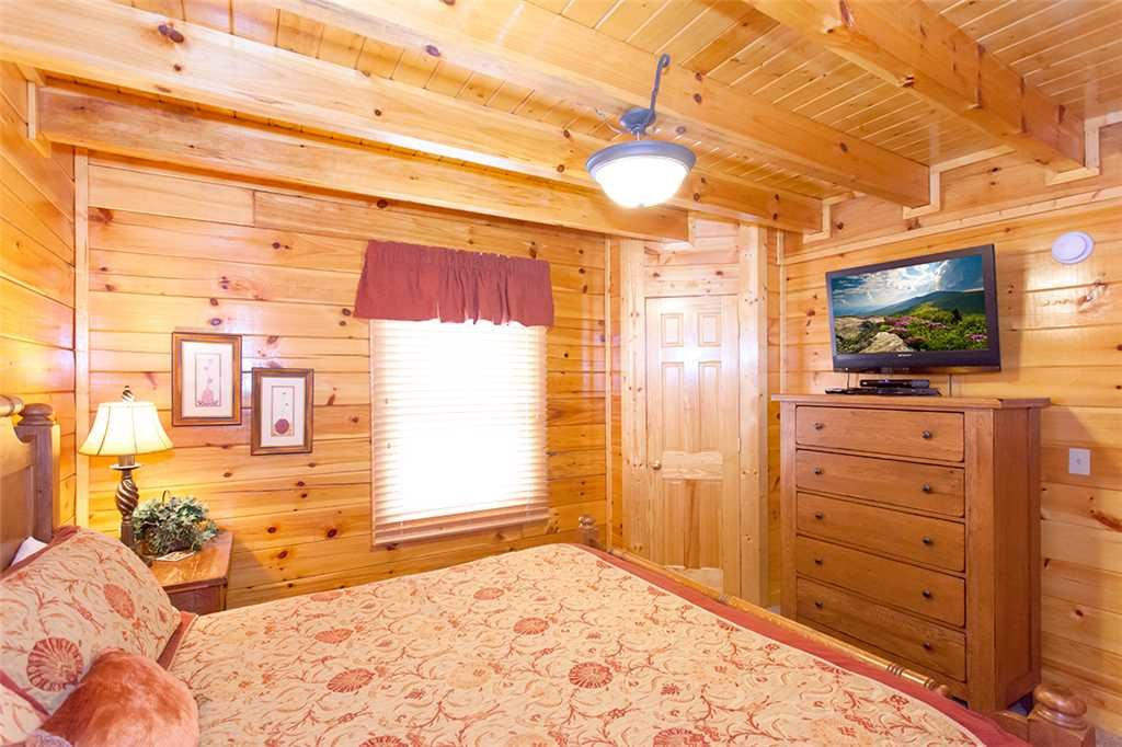 Photo of a Pigeon Forge Cabin named A Lover's Lookout - This is the twelfth photo in the set.