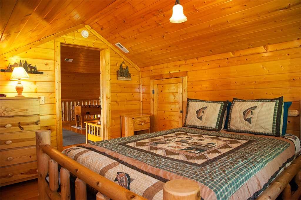 Photo of a Gatlinburg Cabin named Bear Family - This is the nineteenth photo in the set.