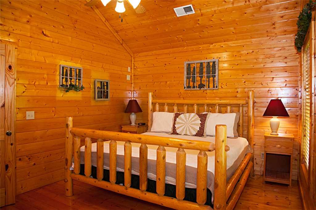 Photo of a Gatlinburg Cabin named Bear Family - This is the sixteenth photo in the set.