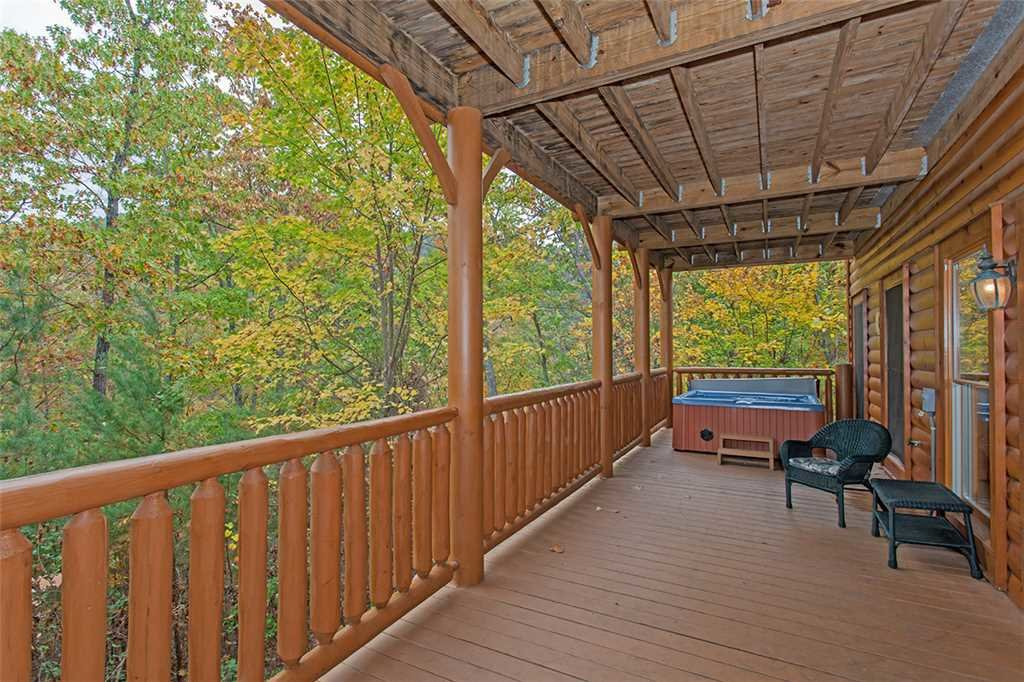 Photo of a Pigeon Forge Cabin named Black Bear Manor - This is the fortieth photo in the set.
