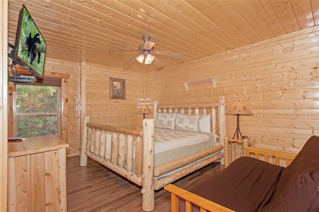 Photo of a Pigeon Forge Cabin named Black Bear Manor - This is the thirty-sixth photo in the set.