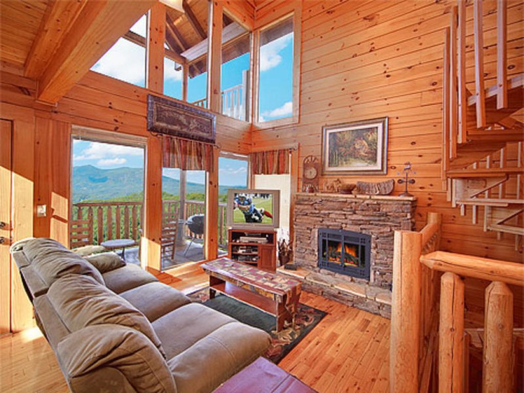 Photo of a Pigeon Forge Cabin named Mountain Majesty At Black Bear Ridge - This is the second photo in the set.