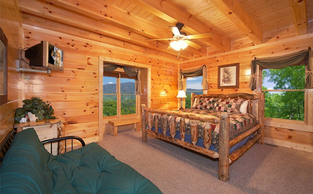Photo of a Pigeon Forge Cabin named Sequoyah Manor - This is the twelfth photo in the set.