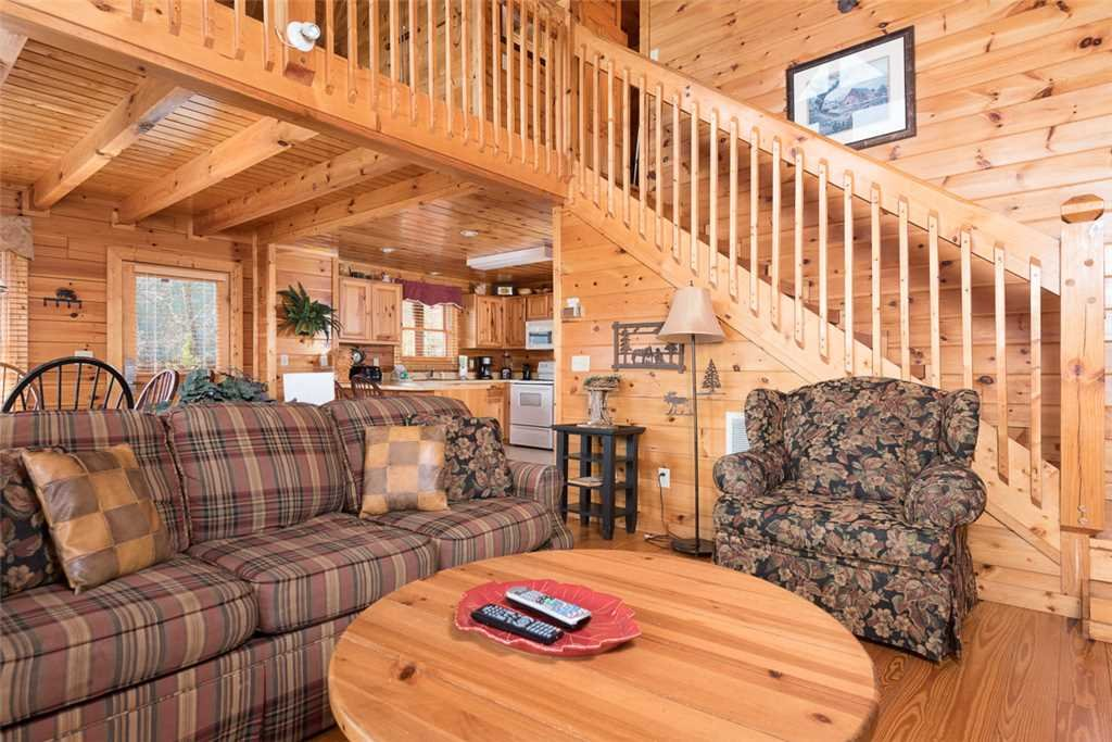 Photo of a Pigeon Forge Cabin named Cloud Nine At Sherwood Forest - This is the second photo in the set.